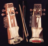 two Indian sarangis with their bows - www.musica-antica.com